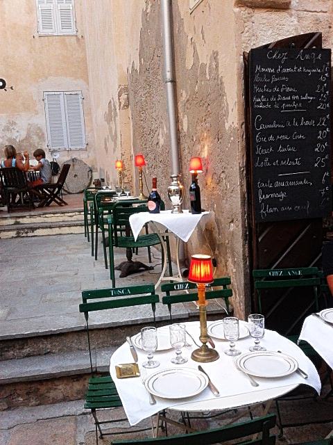 Ein Restaurant in Bonifacio