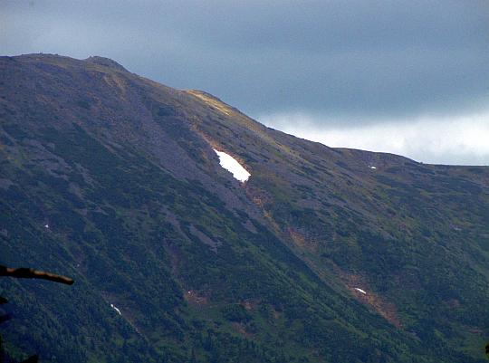 Zbliżenie na szczyt Babiej Góry (słow. Babia hora, 1725 m n.p.m.).