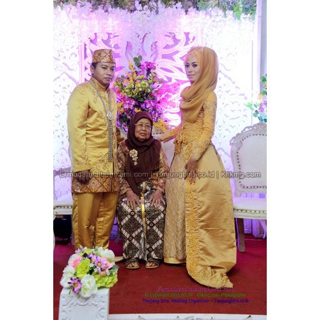Resepsi Erma & Dani  | Make Up, Busana & Dekorasi : Tunjung Biru Wedding Organizer | Foto : Klikmg.com Fotografi Banjarnegara