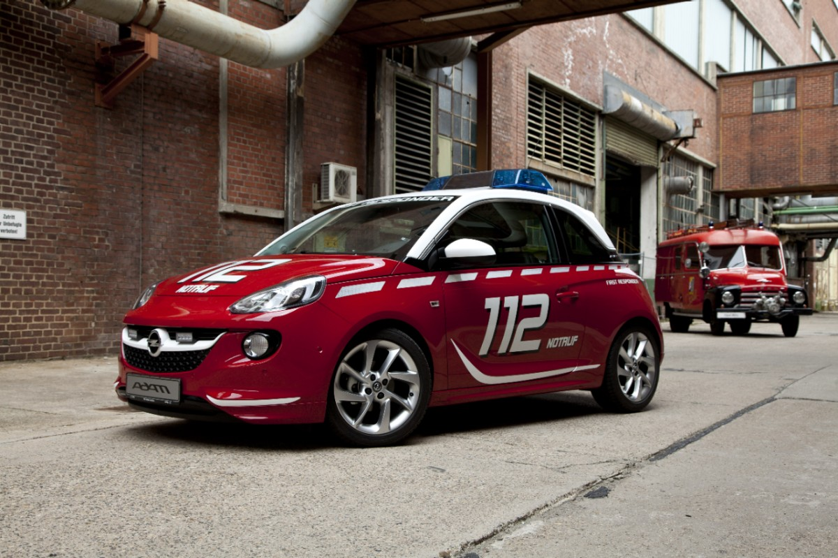 riwal888 blog new red white opel adam ideal addition. Black Bedroom Furniture Sets. Home Design Ideas