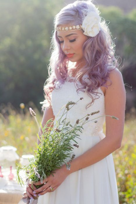 Luce majestuosa con un tono violeta