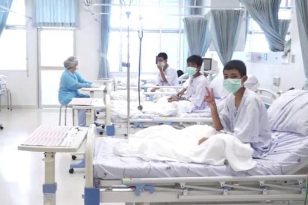 Vídeo: meninos da Tailândia falam pela primeira vez depois do resgate e agradecem