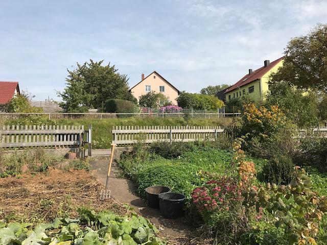 Blick vom Weihergarten zum Wohnhaus (c) by Joachim Wenk
