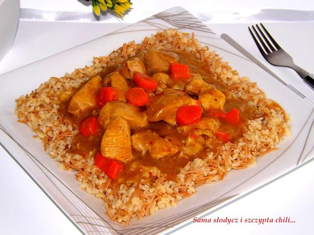 Gulasz z indyka w marynacie Azjatyckiej z kaszą bulgur z vermicelli.