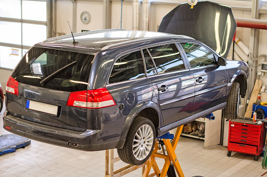 4 Important Things to Consider to find the Best Car Service Centre