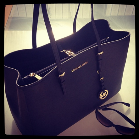 ca175fd66a92 Having bought the gorgeous Michael Kors Jet Set Tote bag over a week now  (see the last post for more detail) and I don't have a bad word to say  about it ...