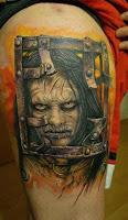 tatuaje para halloween el exorcista niña encerrada