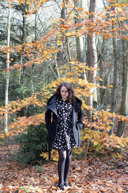 look-robe-et-manteau-noir