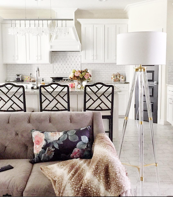 White shaker kitchen cabinets, black chinoiserie Dayna stools, tufted gray sofa, and lucite floor lamp in a gorgeous home! | via monicawantsit.com