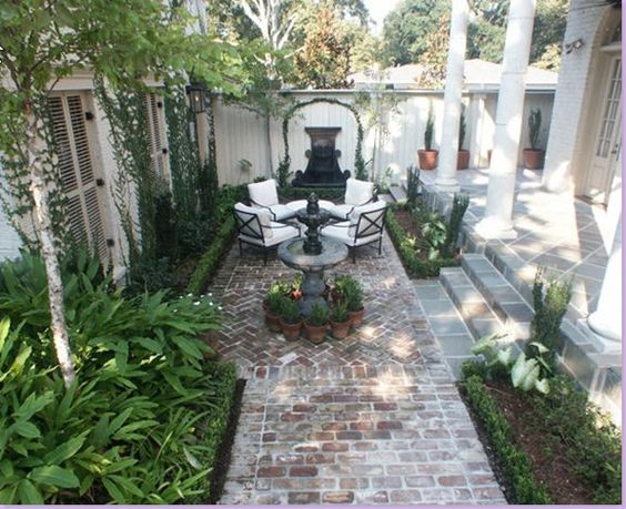 outdoor-living-space-courtyard