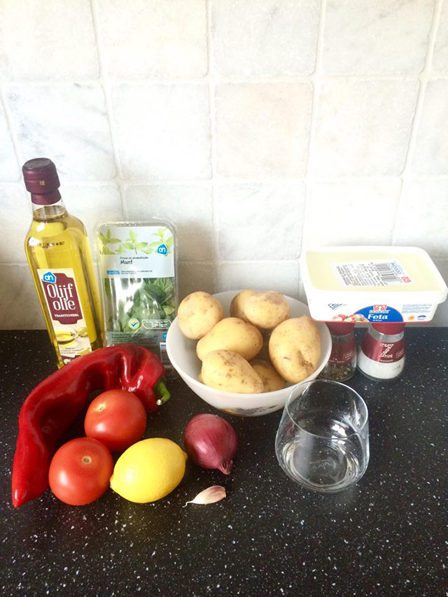 Griekse aardappelsalade ingredienten