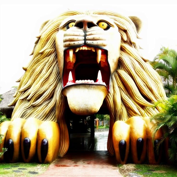 Mirante na boca do leão, no Mundo Animal, no Beto Carrero World.