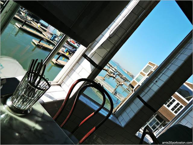 Vistas desde Nuestra Mesa en el Crab House de San Francisco