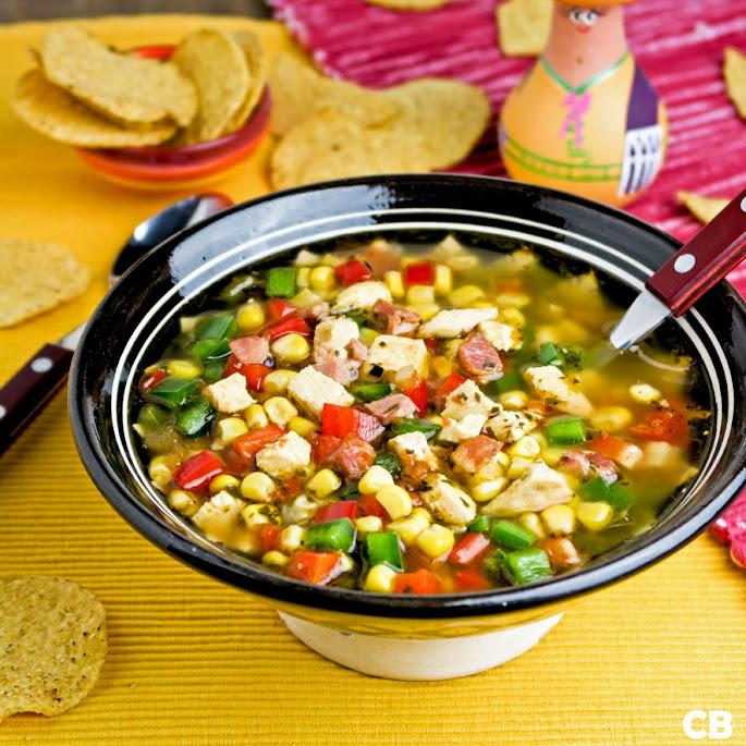 Mexicaanse kippensoep met veel verse groenten