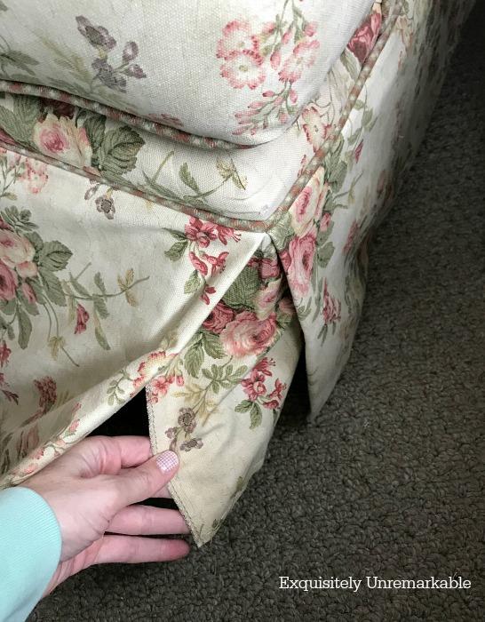 Sofa Corner Kick Pleat