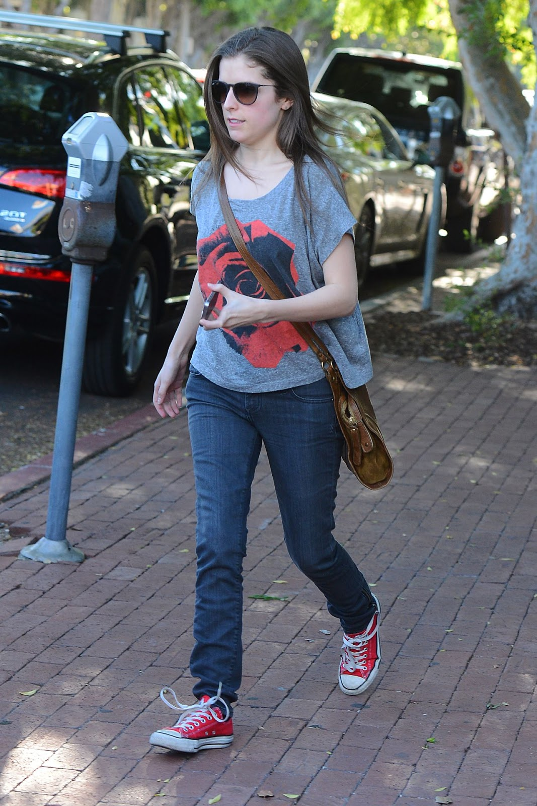 anna-kendrick-street-style-at-alfred-coffee-kitchen-in ... Anna Kendrick