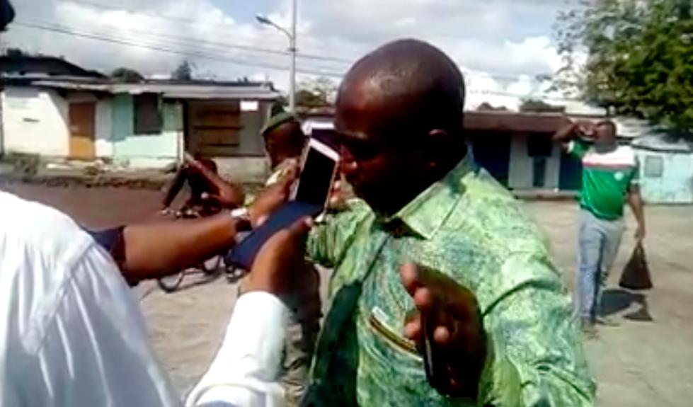 Vidéo  Main d un gendarme coupée à Moroni - Les personnes viennent du QG 8bb9e22afc2