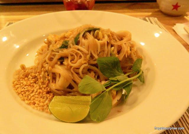 Phad Thai, prato tailandês servido no restaurante Wok, em Bogotá