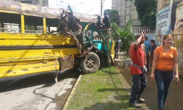 13 niños heridos tras choque de autobús escolar en Guarenas