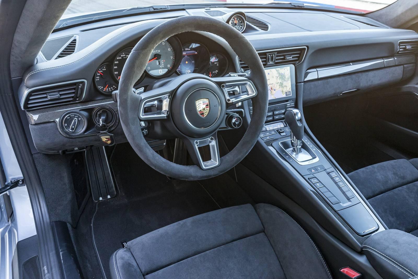 Wnętrze Porsche 911 Carrera 4 GTS