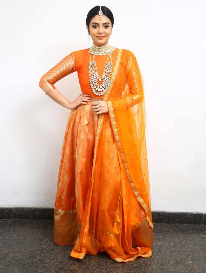 Telugu Television Anchor Actress Sreemukhi Photo shoot In