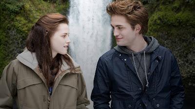 A história da humana Bella, do vampiro Edward e do lobo Jacob estreou em 2008, arrecadou mais de US$ 3 bilhões de bilheteria e virou um fenômeno mundial - Divulgação