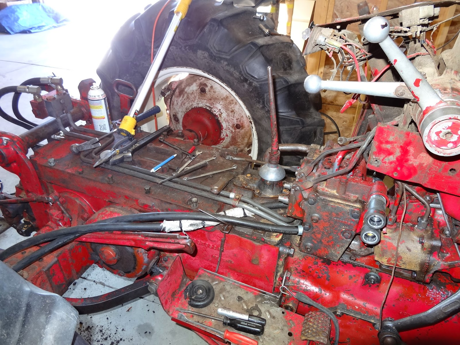 International 460 Utility tractor strip down