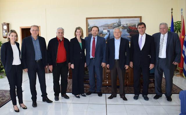 To προεδρείο του ΣΕΕΝ, με επικεφαλής τον πρόεδρο Μιχάλη Σακέλλη επισκέφτηκε τα κεντρικά γραφεία του ΟΛΠ