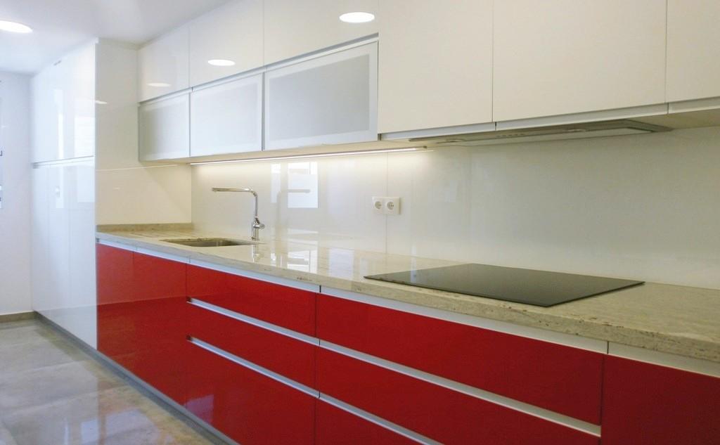 Lavadero y cocina ventajas de un espacio nico cocinas for Cocinas pequenas con lavadero
