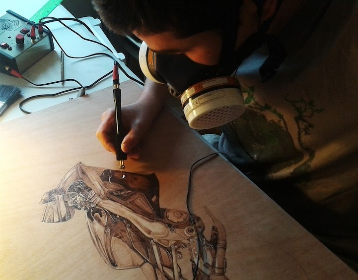 13-The-Artist-at-Work-Eben-Cavanagh-Rautenbach-LeRoc-Animal-Drawings-using-Pyrography-www-designstack-co