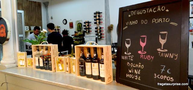 Balcão de degustação de vinho do porto no Mercado do Bolhão, Porto, Portugal
