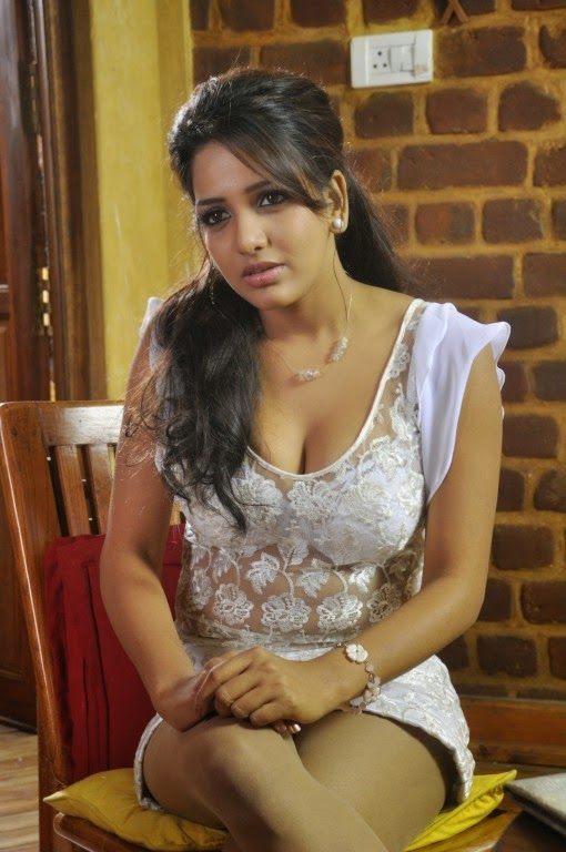 Sexy South Indian Young Supporting Actress Bhavani Reddy With White Gown Type Dress -3469