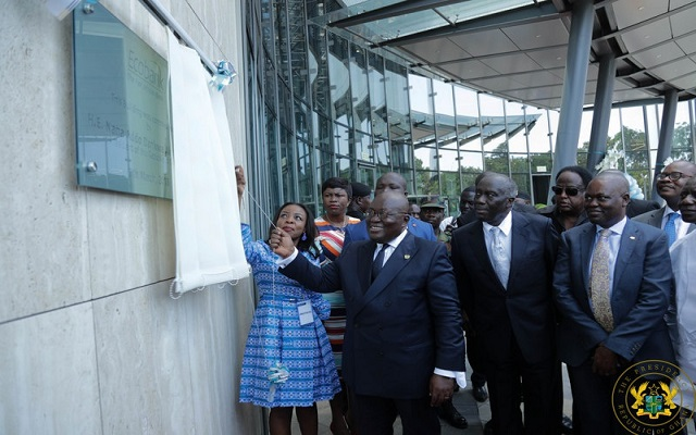 President Akufo-Addo unveils the plaque for the new ECOBANK building