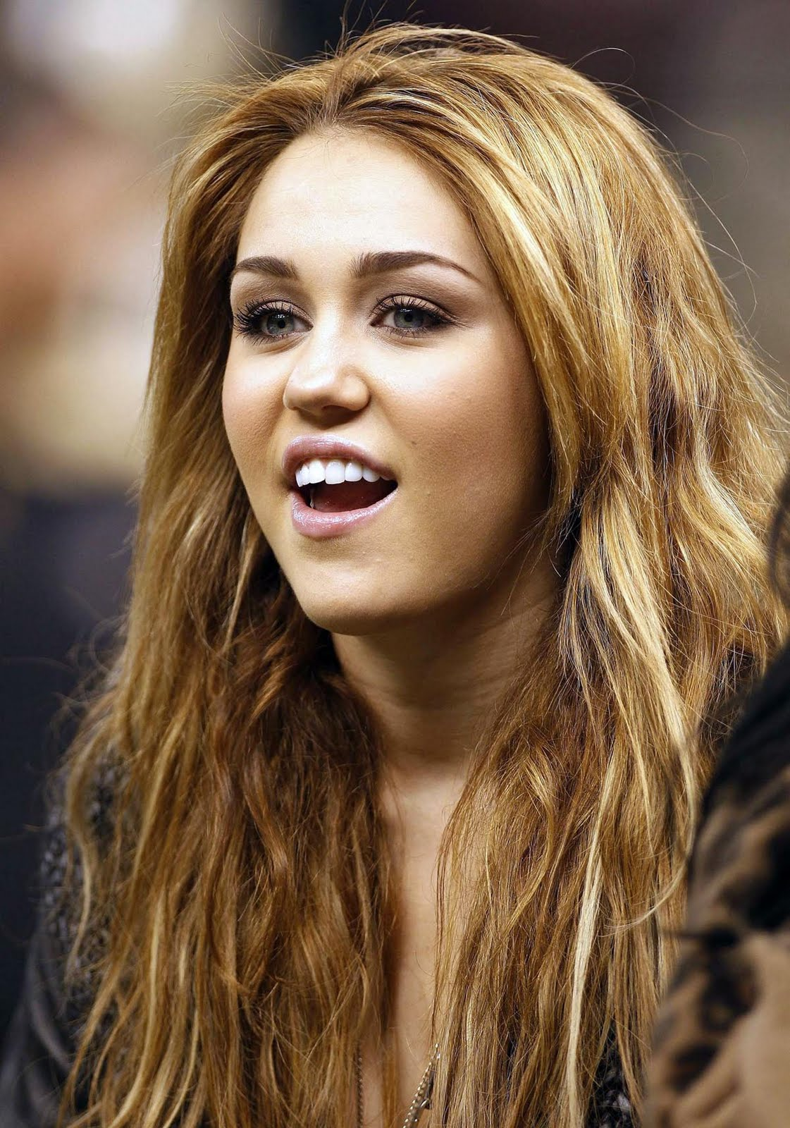 Miley Cyrus Hot Sexy Beautiful Pictures And Wallpapers - 6 -4401