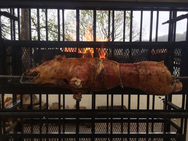 Traiteur fête de fin d'année entreprise Bordeaux / Aquitaine - cochon de lait au barbecue