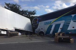 Ônibus com time sub-15 do Bahia se envolve em acidente com vítimas fatais em MG