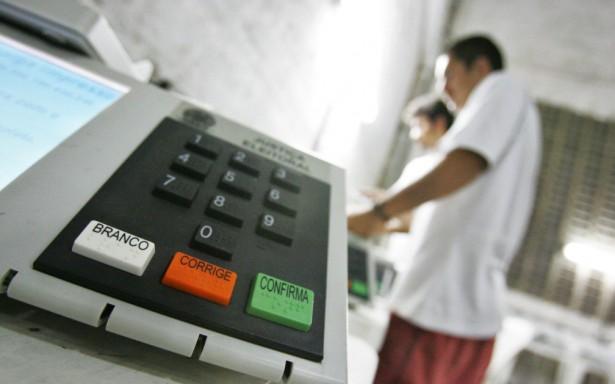 """Jovem descobre que está """"morto"""" ao votar em Maceió"""