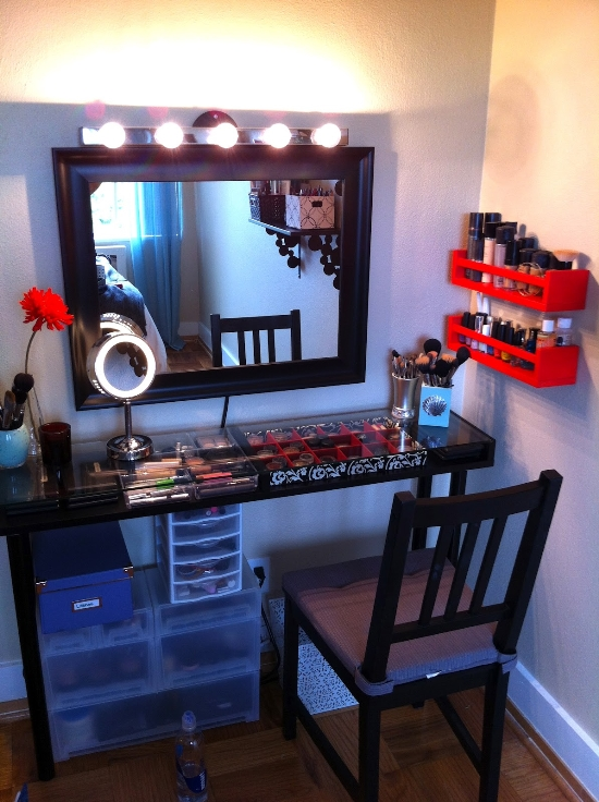 DIY-Makeup-Vanity-Table-in-Bedroom 20 Unbelievable Make-up Self-importance Desk Concepts Interior