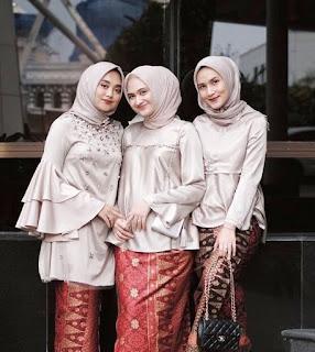 model Busana Muslim Kebaya batik wanita pertama