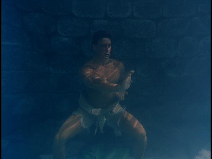 http://4.bp.blogspot.com/-BqS2okRJsTk/UQiS5cHQl0I/AAAAAAAAJ_s/cWRm1cPedrc/s1600/Kickboxer-1989-Jean-Claude-Van-Damme-underwater.png