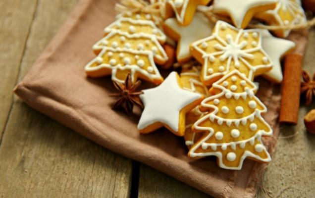 Χριστουγεννιάτικα μπισκοτάκια βουτύρου με μπαχαρικά και αμύγδαλα
