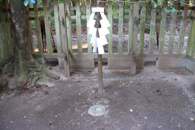 池の中に鳥居が浮かぶ風景?茨城県のパワースポット鹿島神社要石