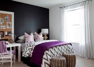cuarto morado blanco negro