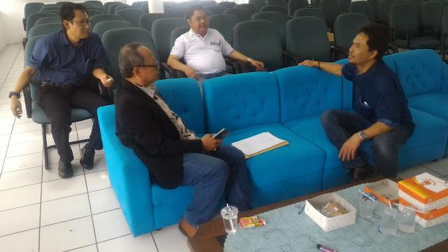 Peserta rapat anggota pertama Koperasi Sikap Mandiri.