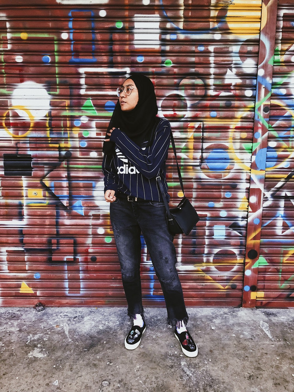 Instagram Outfit Adidas Baseball Sweater Zara frayed jeans