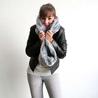 http://www.ohohdeco.com/2014/12/faux-fur-scarf.html