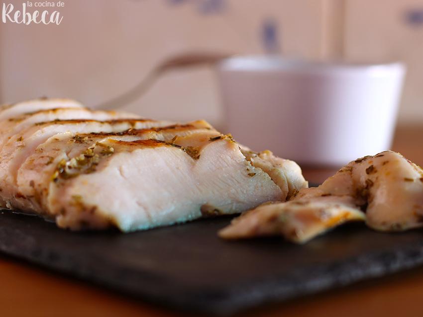 cuantas calorias tiene la pechuga de pollo asada