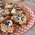 Dolci fatti in casa: biscotti farciti con crema al cocco e gocce di cioccolato