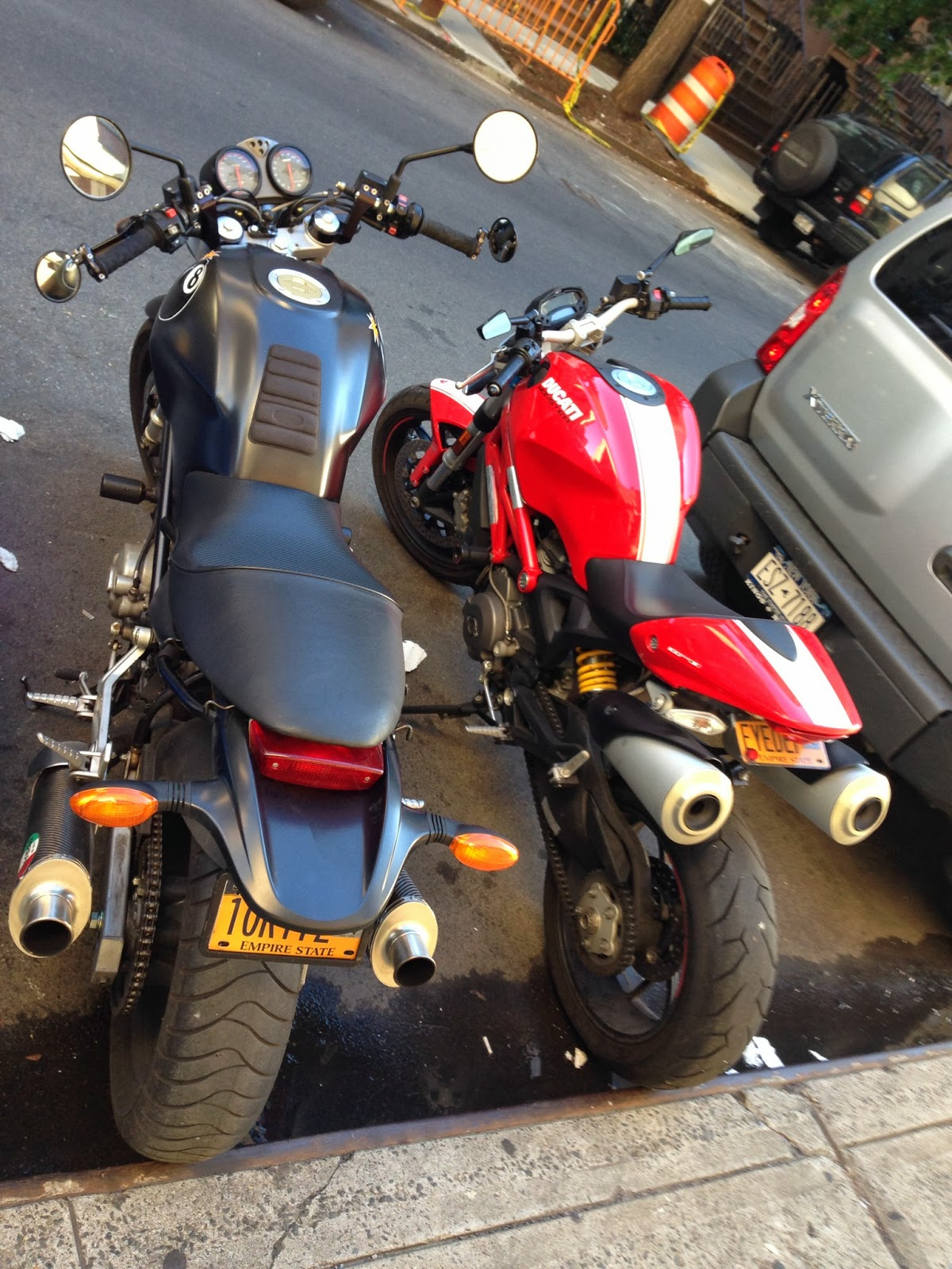 ducati monster 1100evo side by side with Tigho's Ducati
