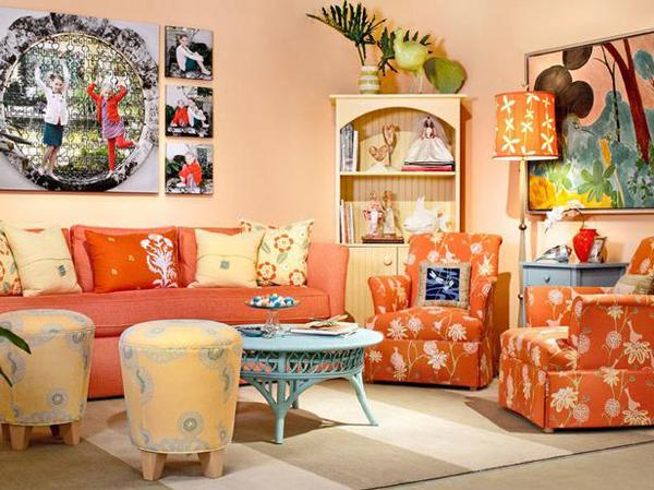 Ruang tamu cantik bertema orange, berpernak-pernik orange atau jingga